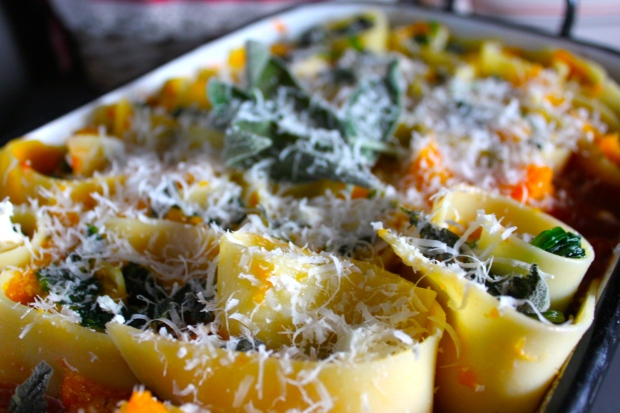 Am Ende noch ein bisschen Parmesan darüber und ab in den Ofen.